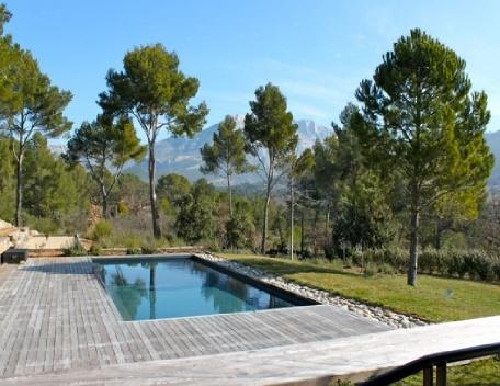 Excellent 5 Bedroom Villa with a Pool, in Aix En Provence - Image 1 - Aix-en-Provence - rentals