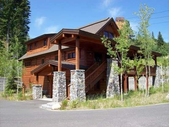 Two car garage and extra parking surround this Lonetree Chalet - Lonetree 15 - 4 Bedroom, 4 Bath Chalet. Sleeps 10. WIFI. - Tamarack Resort - rentals