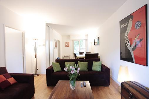 Living room view towards terrace - Quai Valmy - Paris - rentals