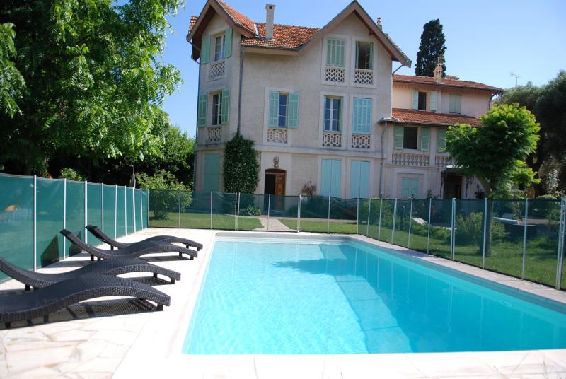 Swimmingpool and deck - Gorgeous apartments in house with swimming pool - Antibes - rentals