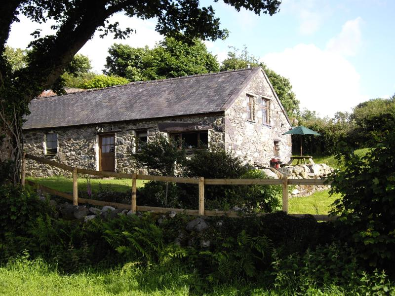 View of the cottage from the field - 18th Century cottage in the Snowdonia foothills - Caernarfon - rentals