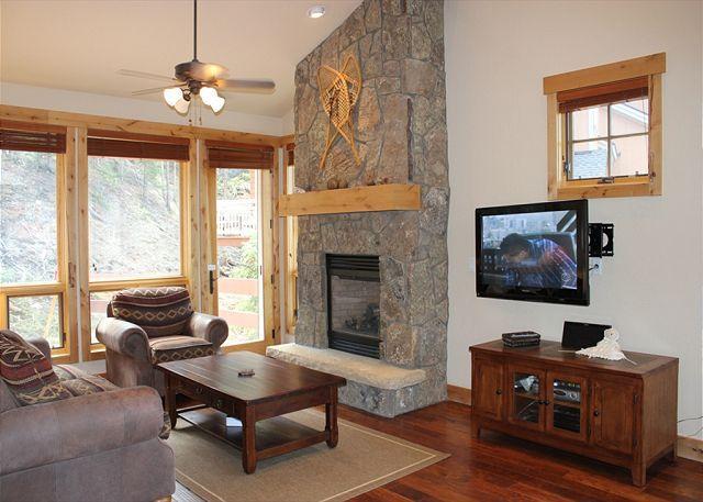 SC6511 Superb Townhouse w/Fireplace, Clubhouse, Wifi, Garage, Shuttle - Image 1 - Keystone - rentals