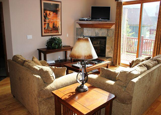 HG41L Charming Townhome with Wifi, Fireplace, Garage, and Private Hot Tub - Image 1 - Breckenridge - rentals