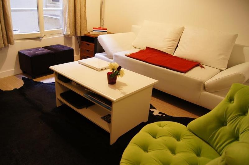 Studio Archives | Hôtel de Ville - Marais Area - Image 1 - Paris - rentals