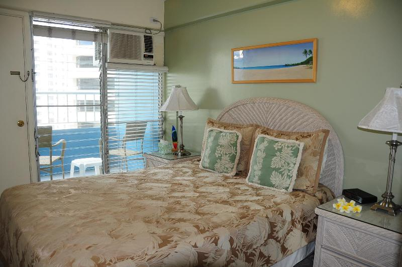 Romantic 2 BR 2BA CONDO WITH OCEAN VIEW IN WAIKIKI - Image 1 - Honolulu - rentals