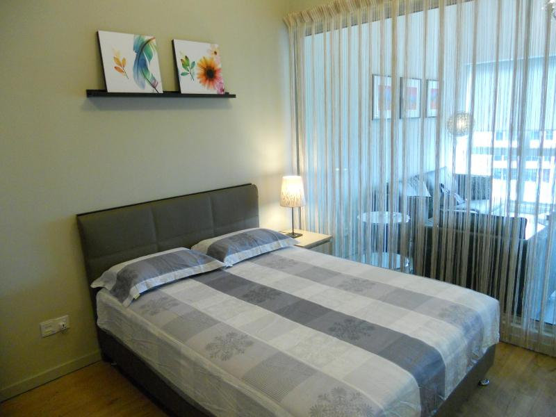 American-sized Super Queen real bed - very comfortable - City center stay with LRT & High Speed WIFI - Kuala Lumpur - rentals