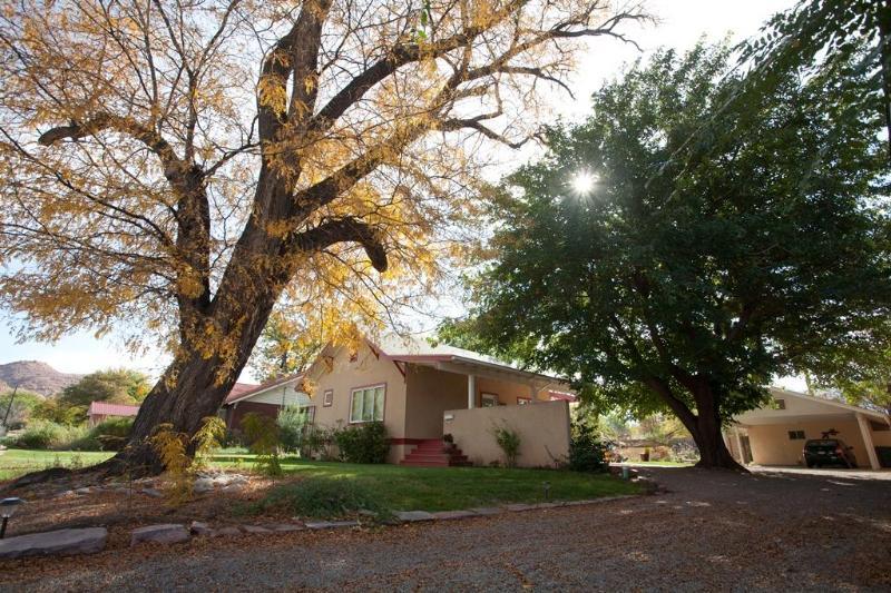 Front Yard - Hazel @ StellaRuby - Location, Location, Location - Moab - rentals