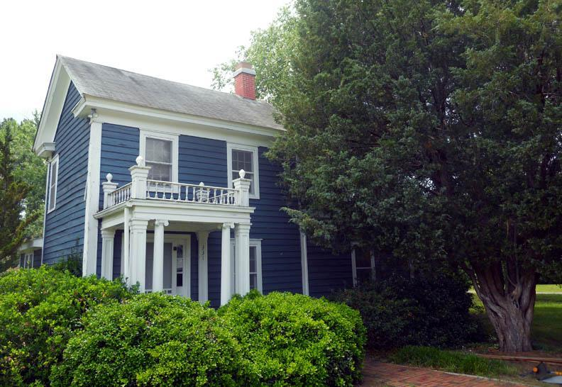 Circa 1900 house with lots of charm - Charm and Romance in the Heart of Irvington, Va - Irvington - rentals