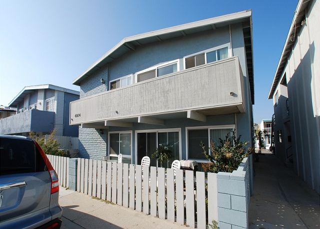 Renovated 2 Bedroom Lower Beach Condo! 1 House From Ocean! (68293) - Image 1 - Newport Beach - rentals