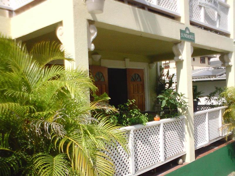 Cute and comfy apartment - SUNBEAMS - CHARMING GARDEN APARTMENT - Paynes Bay - rentals