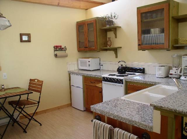Kitchen - Romantic Cottage in the City of Driggs - Driggs - rentals