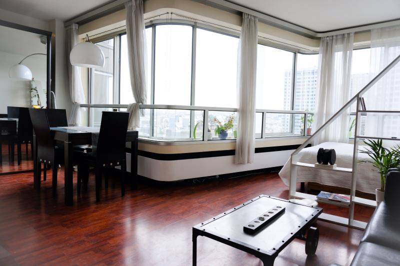 Studio on a high floor Eiffel Tower - Image 1 - Paris - rentals