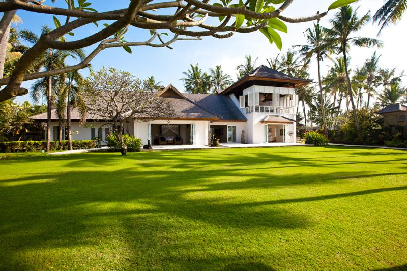Colonial-style mansion villa Puri Nirwana - 4 or 6 BDR impressive beachfront grand villa. 5* - Ketewel - rentals