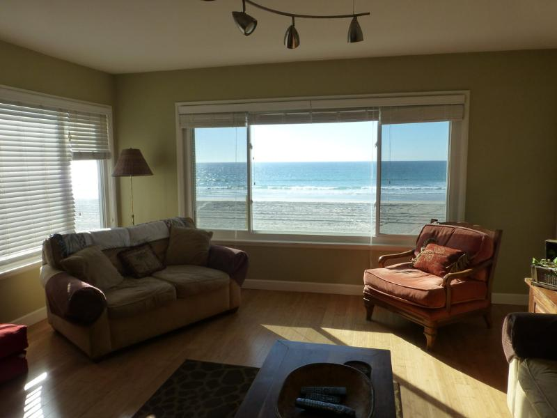 Spacious Living area with open floor plan - Ocean Front Mission Beach 2bed/2bath - Pacific Beach - rentals