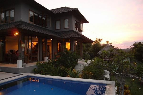 Dusk time. - Villa Penyon; 3 bedroom with Pool, Lembongan, Bali - Nusa Lembongan - rentals