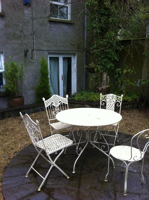 Courtyard - Lovely 3 bed  Coach House sleep  10 - Naas - rentals