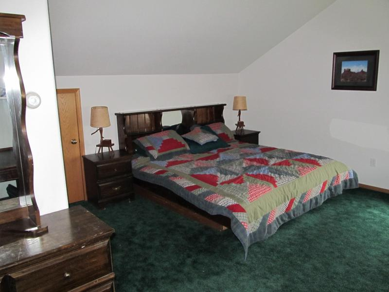 Green Bedroom King bed - Kenai Ocean View B&B Alaska 1 or 2 Bedroom - Kenai - rentals