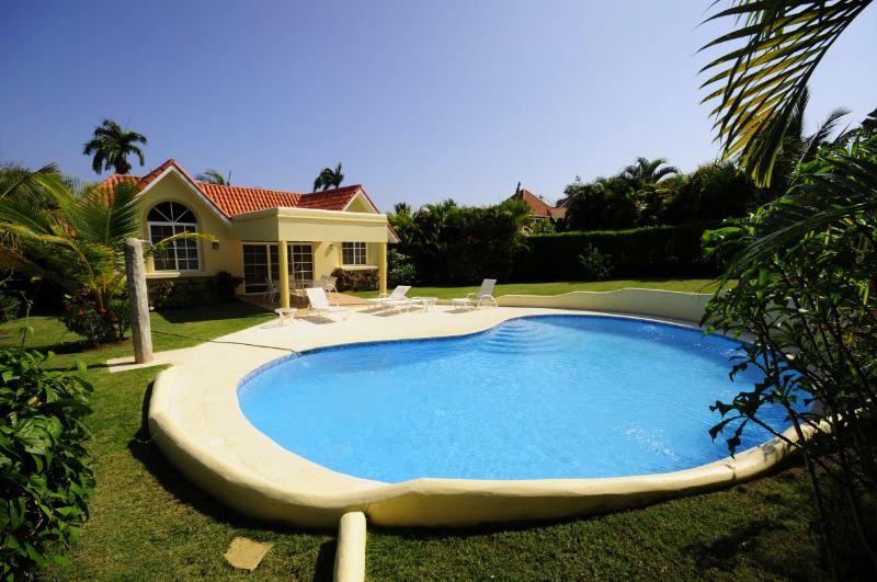 Come enjoy this 3 bedroom villa with your family, the backyard is private and - Image 1 - Sosua - rentals
