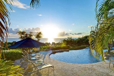 Sunwatch on Sugar Hill Resort with panoramic views, stunning infinity pool with slide & staff - Image 1 - The Garden - rentals