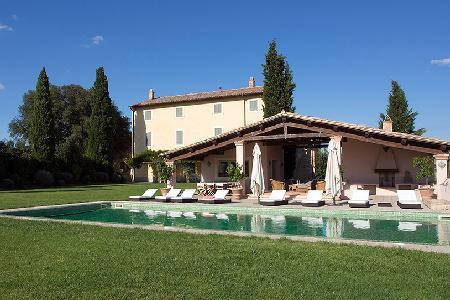 Casale Cerfoglio offers a fitness room, sauna, maid service and daily breakfast - Image 1 - Assisi - rentals