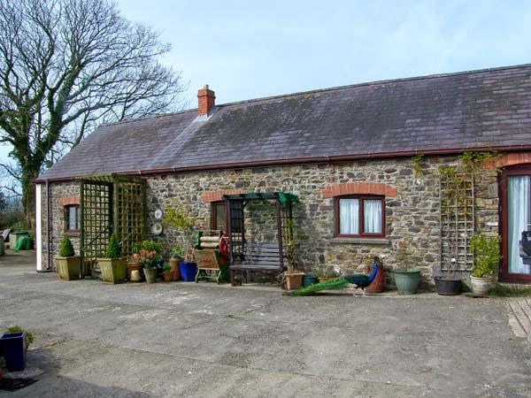 MOLLY'S COTTAGE, family friendly, luxury holiday cottage, with a garden in St - Image 1 - Llangynin - rentals