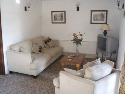 ROSEGARTH COTTAGE, Nr Penrith - Image 1 - Penrith - rentals