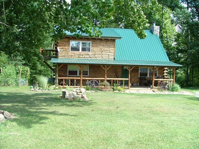 Possum Lodge luxury cabin vacation home on 64 acres, pet friendly, sleeps 8, fully furnished - Possum Lodge Luxury Cabin on 64 acres - Pets OK - Freeport - rentals