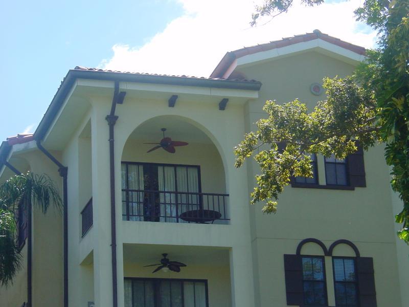 Front view, third story corner condo - Fabulous Clubside condominium in the heart of Playas del Coco, 3BR, 2,5BA - Playas del Coco - rentals