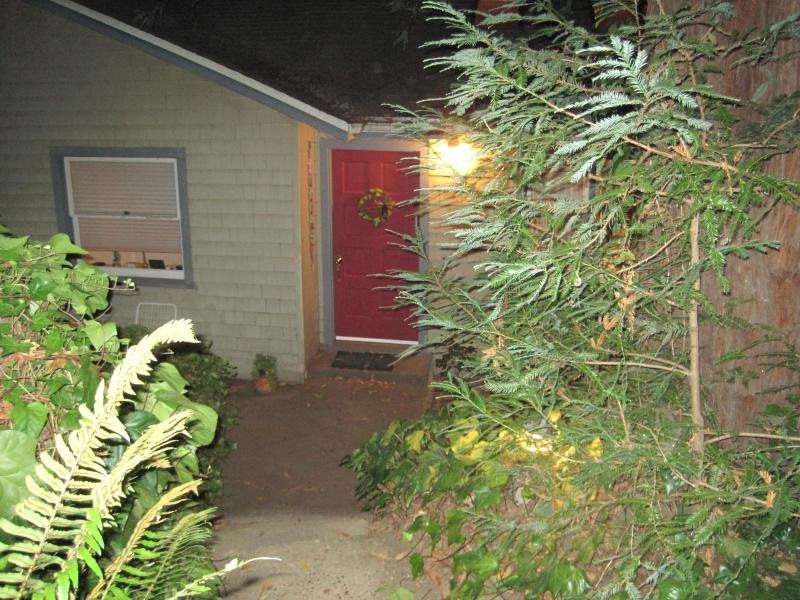 Coming Down Many Front Steps through Garden to Red Front Door. - Bright Spacious Forrest Haven Room Rental - Fairfax - rentals