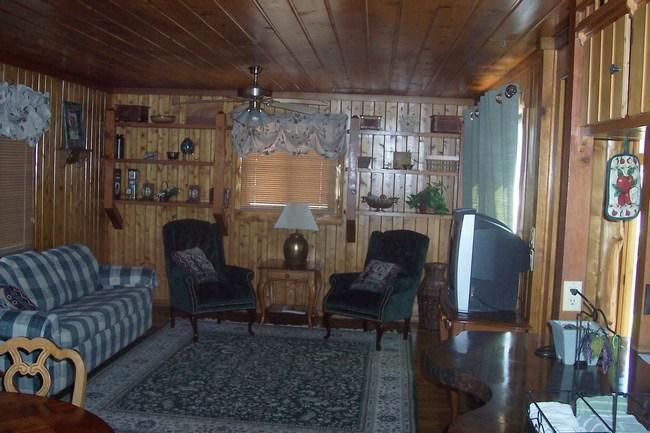 2 Bd / 2 Ba Log Home near SDC and Table Rock Lake - Image 1 - Branson - rentals