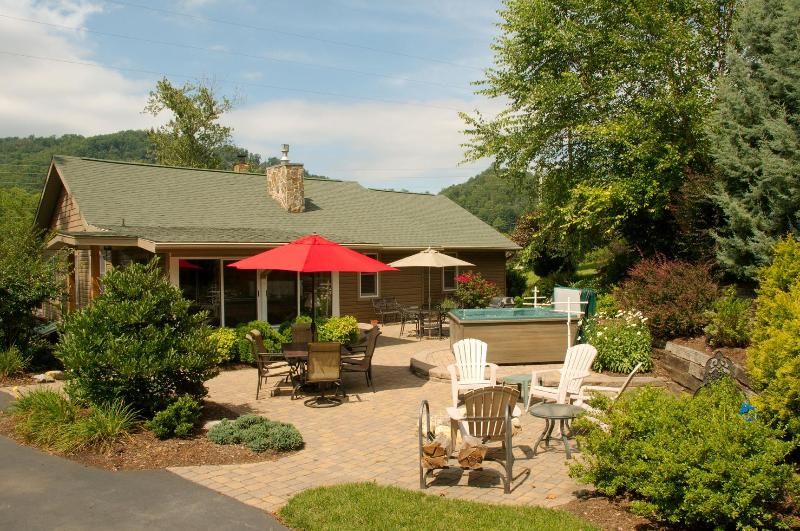 Backyard and Mountain - The Ferguson House in Maggie Valley - Maggie Valley - rentals