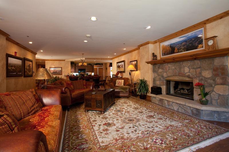 Living room - 4/4 Ski-in/Ski-Out! Ice Rink! Center of Village - Beaver Creek - rentals