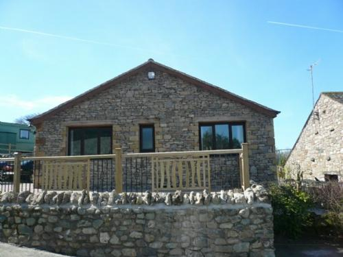 BECKSIDE BUNGALOW, Pooley Bridge - Image 1 - Pooley Bridge - rentals