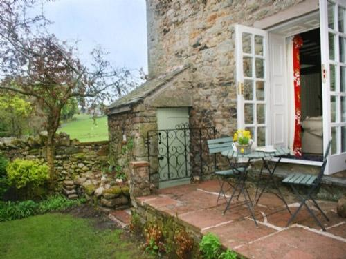 BLACKSMITHS COTTAGE, Pooley Bridge - Image 1 - Pooley Bridge - rentals