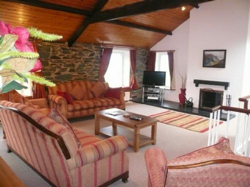 COOMBE COTTAGE, Borrowdale Valley - Image 1 - Borrowdale - rentals