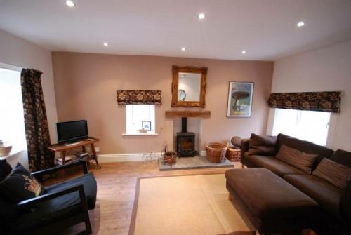 PIPPIN COTTAGE, Sedbergh, South Lakes Dales Border - Image 1 - Sedbergh - rentals