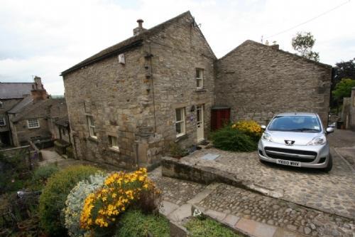 STONECROFT, Middleham, Wensleydale, Yorkshire - - Image 1 - Middleham - rentals