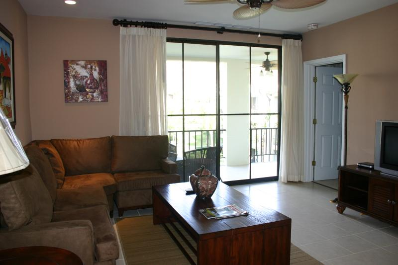 Living room with large terrace - Luxurious 3BR/2BA Lifestyle Condo in Playas del Coco - Playas del Coco - rentals