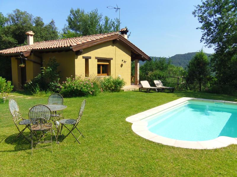 Idyllic hill-top cottage with private pool inland Costa Brava Spain - Idyllic cottage with views and pool near Girona - Province of Girona - rentals