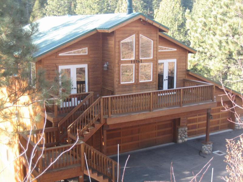 View from Street - Classy affordable cabin, wifi Tahoe Donner Truckee - Truckee - rentals