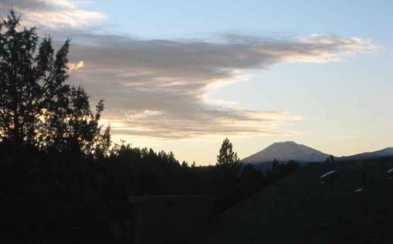 view from second floor bedroom - GREAT SW Bend location near Old Mill district 5 BR - Bend - rentals