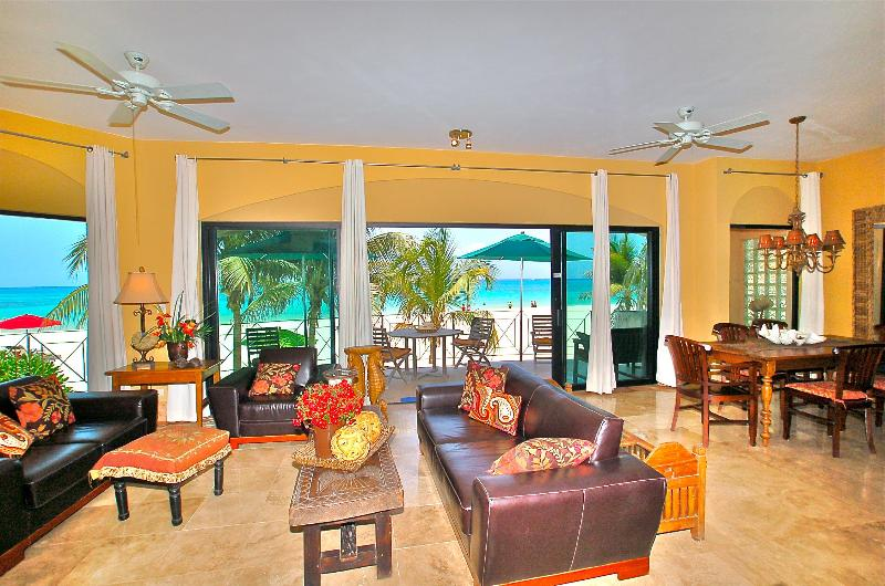 Luna Encantad D1 Living Room - True Beachfront Condo/Luna  D1/Susan Mattingly - Playa del Carmen - rentals