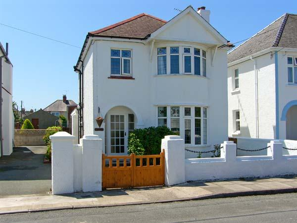 LLYS-Y-GAN, family friendly, with a garden in Fishguard, Ref 8554 - Image 1 - Fishguard - rentals