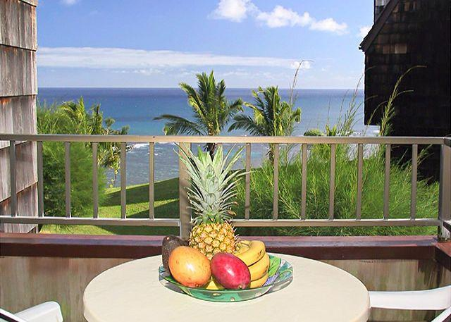 Sealodge H5: Oceanfront bargain, upstairs 2br/2ba end unit with VIEW - Image 1 - Princeville - rentals