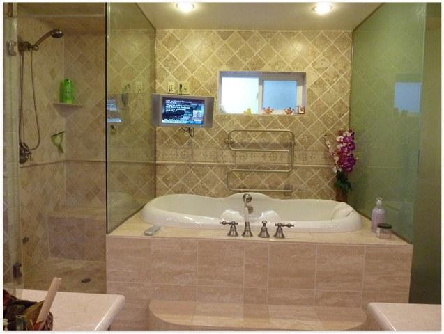 Master bathroom: Jacuzzi, steam room, TV, marble, lots of mirrors, two vanity cabinets - Award-winning luxury 4 bedroom suite at UCLA - Westwood  Los Angeles County - rentals