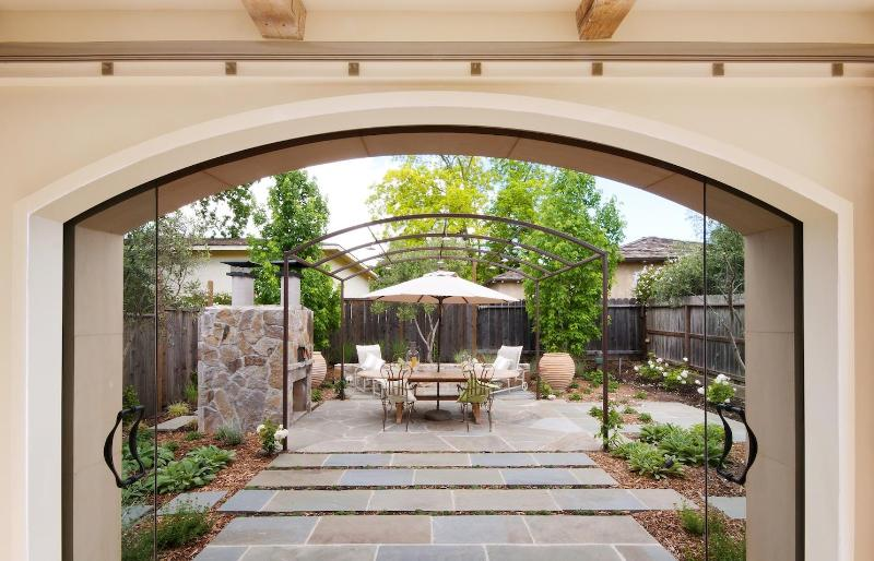 View rear yard from great-room, through sliding glass doors - Luxury Retreat in Yountville, Napa Valley Home - Yountville - rentals