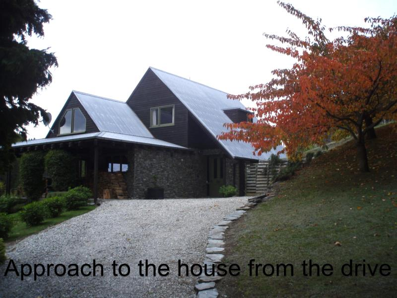Approach to the house from the drive - Canyon Ridge, Queenstown holiday  house - Queenstown - rentals