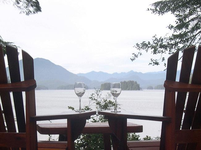 Mmmmmm so nice - Tofino Chalet 3 bed main + 2 bed suite  Beautiful! - Tofino - rentals