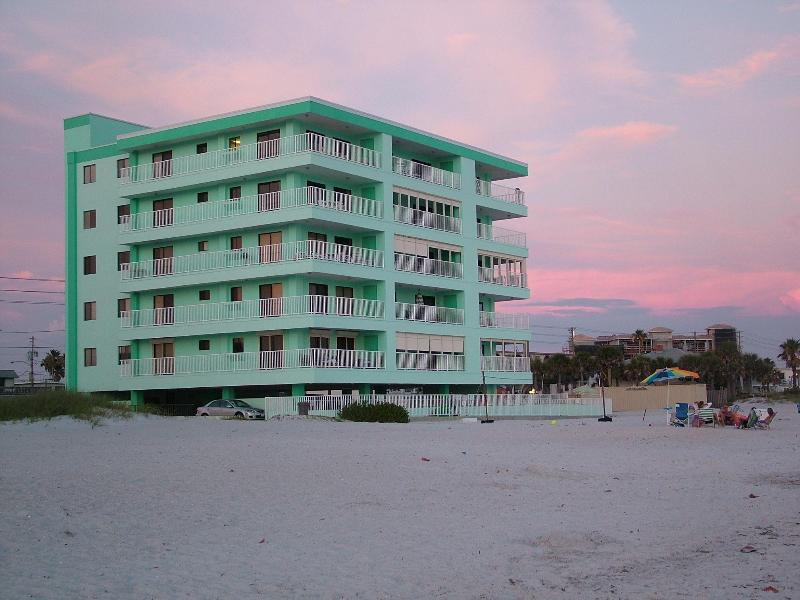 3 bedroom beach condo right on the Gulf of Mexico - Image 1 - Madeira Beach - rentals