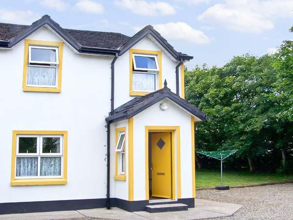RIVERBANK COTTAGE, character holiday cottage, with a garden in Scarriff, County Clare, Ref 8443 - Image 1 - Scarriff - rentals